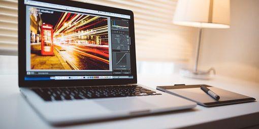 ordinateur montage vidéo